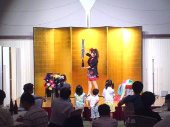 マジシャン派遣出張マジシャンSACHIステージショー ボトルプロダクションのマジック写真