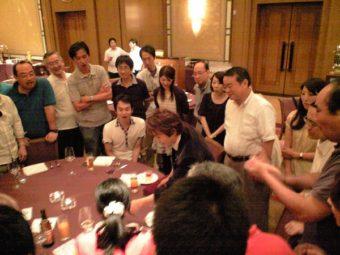 食品会社の懇親会にてマジシャン派遣・出張 ジュンヤ&悟郎のテーブルホッピングの写真