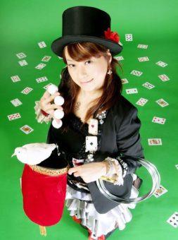 マジシャン派遣・出張 キュートな癒し系マジシャンSACHI 写真01