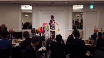 懇親会で米寿祝いの余興でマジシャン南海子 マジックショー