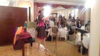 企業イベントで余興でマジシャン南海子 マジック出張