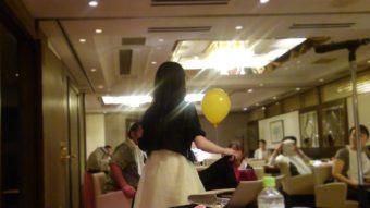新宿レストランにてマジシャン派遣 美人マジシャンかおり