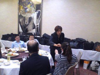 KOJIマジシャン派遣新年会でテーブルホッピング